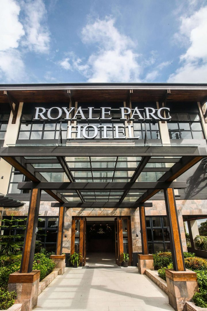 Royale Parc Hotel address