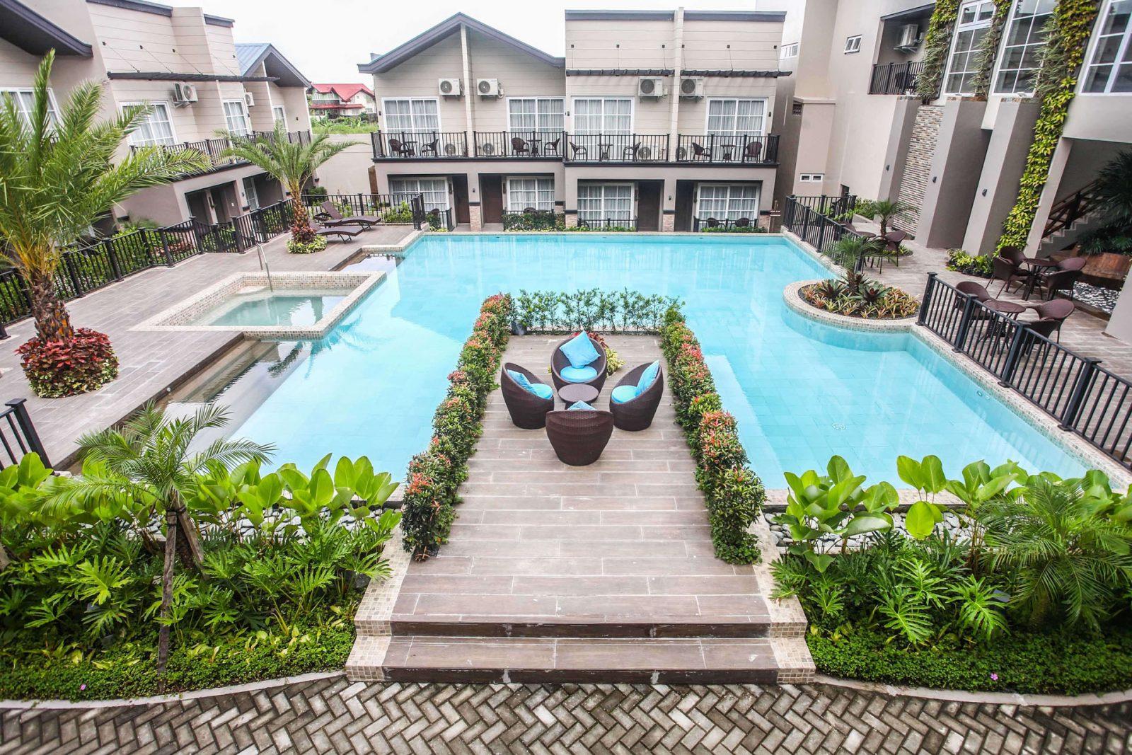 Royale Parc Hotel pool copy